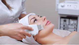 Ультразвуковая, механическая или комбинированная чистка лица на выбор в салоне красоты Ladies Sharm! Скидка до 80%!