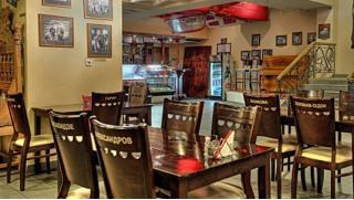 Скидка 50% на все меню и напитки в ресторане Ribs & Wings на Таганке! А еще подарок каждому гостю – бокал пенного!