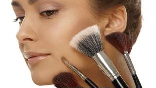 Смоки айс и не только! Обучение макияжу в школе визажа и причесок Pretty Woman: Pin Up, Smoky Eyes, «Архитектура бровей»!
