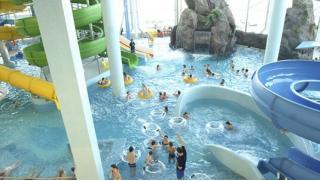 Купономания аквапарк! Купоны в аквапарк «Родео Драйв» в будни и выходные для двоих или четверых! Скидка 58%!