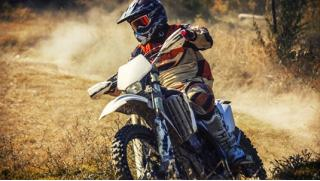 Кросс и питбайк! Заезды на кроссовом мотоцикле или питбайке от компании «Веселуха» со скидкой до 72%!