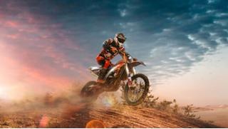 Экстрим на зооферме! От 30 до 120 минут катания на мотоцикле эндуро или питбайке от зоофермы WalkService! Скидка 50%!