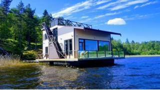И дом и лодка, и релакс! Отдых в доме-лодке HouseBoat Kovcheg в Карелии для компании до 11 человек! Сауна и рыбалка тоже есть!